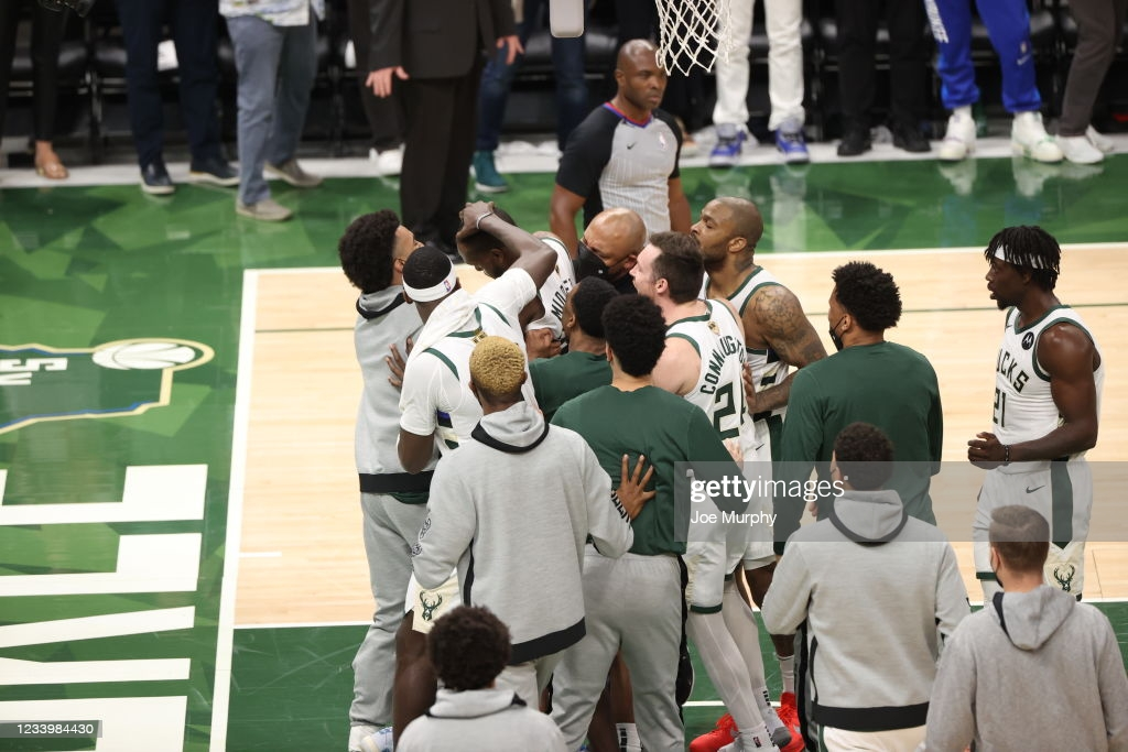 2021 NBA Finals: Middleton explodes as Bucks edge Suns in Game 4