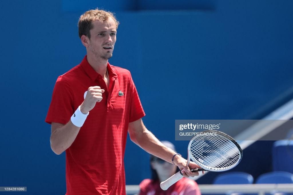 Tokyo 2020: Daniil Medvedev beats heat, Fabio Fognini for quarterfinal berth