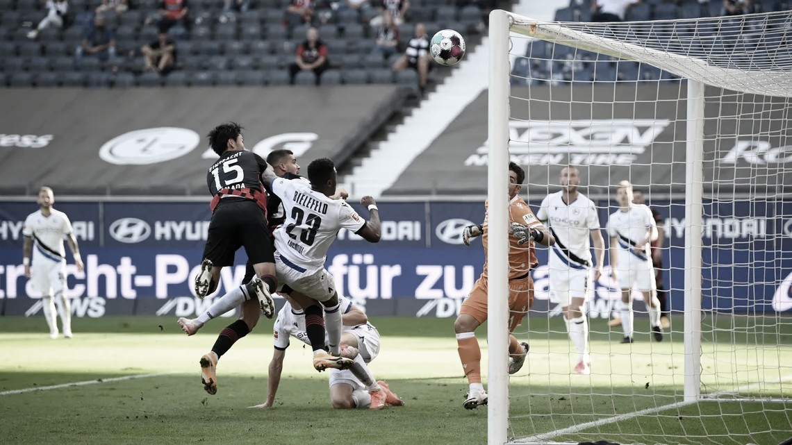Eintracht Frankfurt empata com Arminia na estreia da Bundesliga