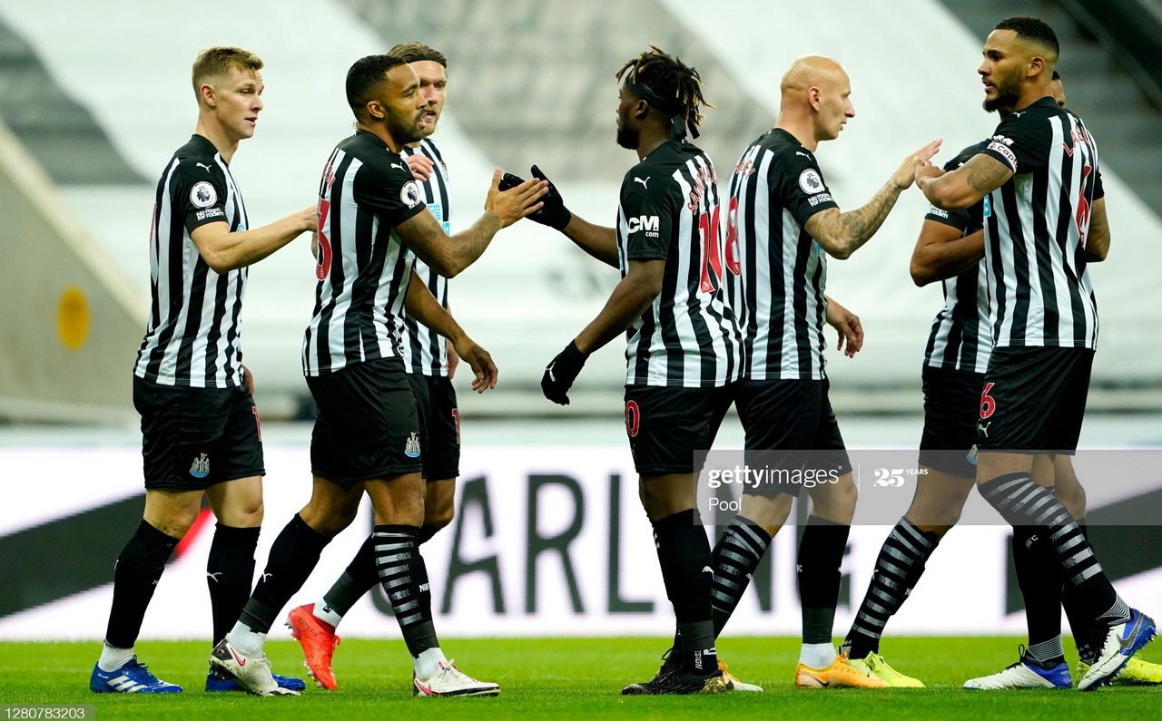 NEWCASTLE UPON TYNE, ENGLAND - OCTOBER 17: Players of Newcastle United celebrate their first goal during the Premier League match between Newcastle United and Manchester United at St. James Park on October 17, 2020 in Newcastle upon Tyne, England. Sporting stadiums around the UK remain under strict restrictions due to the Coronavirus Pandemic as Government social distancing laws prohibit fans inside venues resulting in games being played behind closed doors. (Photo by Owen Humphreys - Pool/Getty Images)