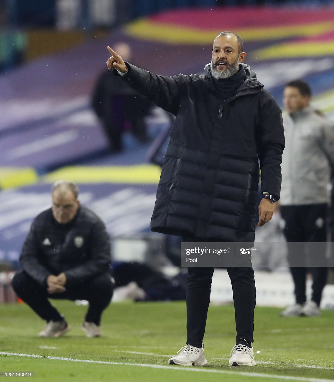 LEEDS, ENGLAND - OCTOBER 19: Nuno Espirito Santo, Manager of Wolverhampton Wanderers gives his team instructions during the Premier League match between Leeds United and Wolverhampton Wanderers at Elland Road on October 19, 2020 in Leeds, England. Sporting stadiums around the UK remain under strict restrictions due to the Coronavirus Pandemic as Government social distancing laws prohibit fans inside venues resulting in games being played behind closed doors. (Photo by Martin Rickett - Pool/Getty Images)