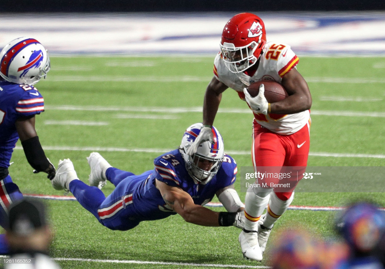 ORCHARD PARK, NEW YORK - OCTOBER 19: Clyde Edwards-Helaire #25 of the Kansas City Chiefs carries the ball against A.J. Klein #54 of the Buffalo Bills during the second half at Bills Stadium on October 19, 2020 in Orchard Park, New York. (Photo by Bryan M. Bennett/Getty Images)
