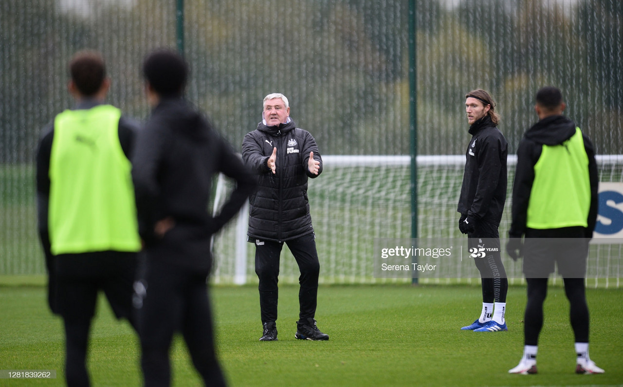 NEWCASTLE UPON TYNE, ENGLAND - OCTOBER 23: Newcastle United Head Coach Steve Bruce during the Newcastle United Training Session at the Newcastle United Training Centre on October 23, 2020 in Newcastle upon Tyne, England. (Photo by Serena Taylor/Newcastle United via Getty Images)