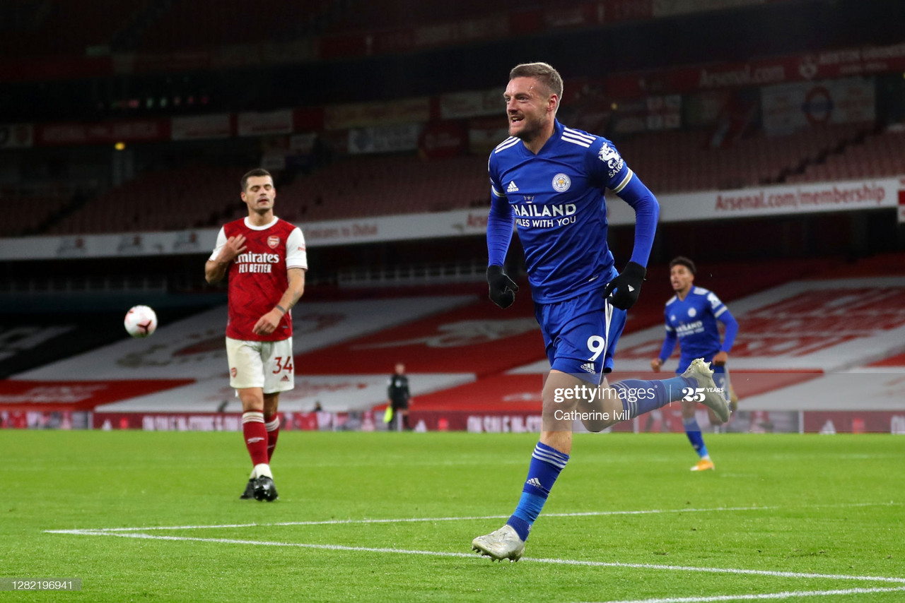 LONDON, ENGLAND - OCTOBER 25: Jamie Vardy of Leicester City celebrates after scoring his team's first goal during the Premier League match between Arsenal and Leicester City at Emirates Stadium on October 25, 2020 in London, England. Sporting stadiums around the UK remain under strict restrictions due to the Coronavirus Pandemic as Government social distancing laws prohibit fans inside venues resulting in games being played behind closed doors. (Photo by Catherine Ivill/Getty Images)