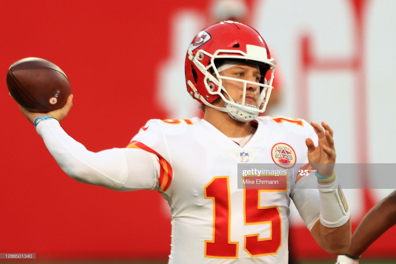 Mahomes, Hill have huge days as Chiefs hold off late Buccaneers rally