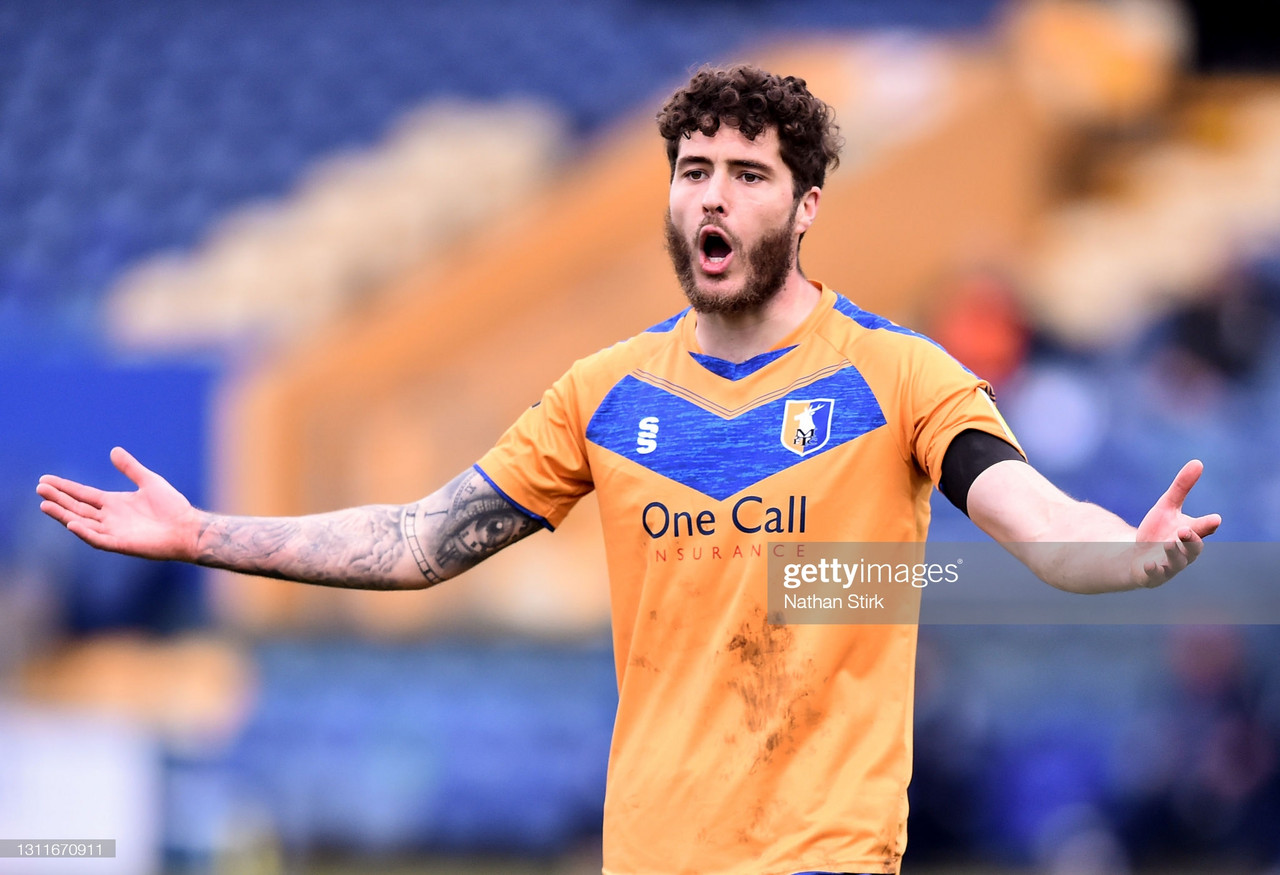 Mansfield Town 1-1 Newport County: Super Sinclair sails for Stags
