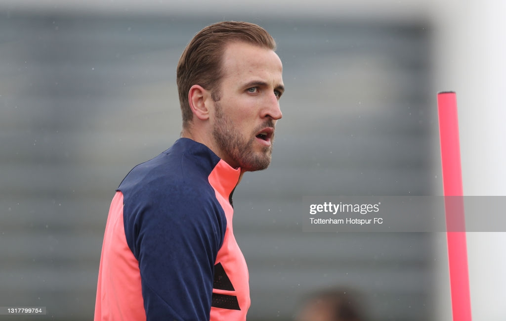 Harry Kane trains with Spurs first team