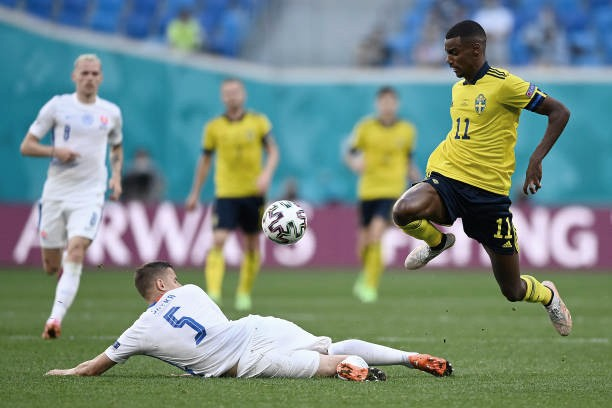 La magia de Isak acerca a Suecia a octavos (1-0)
