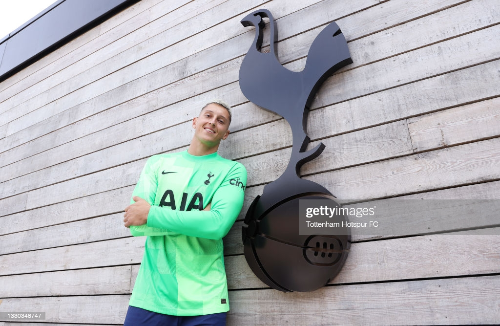 Gollini arrives to North London