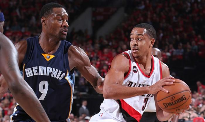 NBA, straordinario McCollum: Memphis cade contro Portland