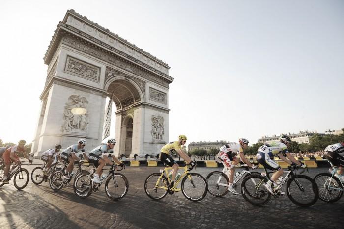Ciclismo, si cambia: squadre da otto corridori nei grandi Giri