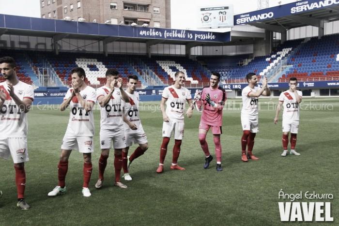 Fotografía de hace varios cursos en la que aparecen jugadores del CD Vitoria, filial de la SD Eibar | Fuente: Ángel Ezcurra, VAVEL España