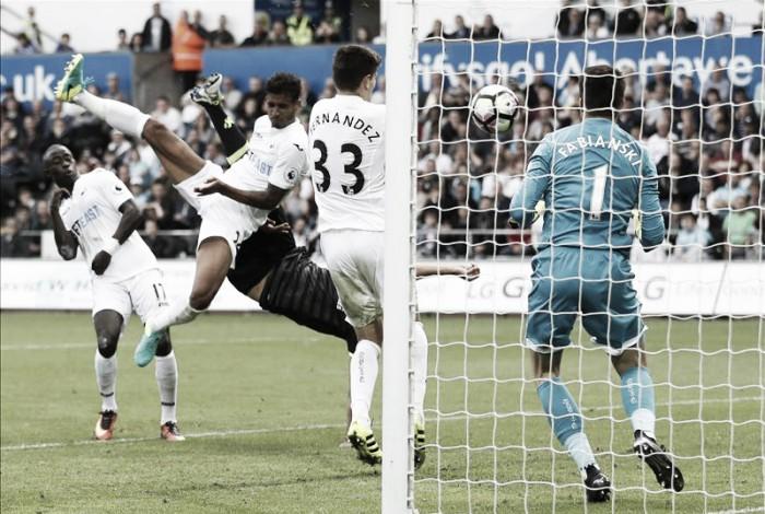 Premier League, primo stop per il Chelsea di Conte: 2-2 con gli Swans