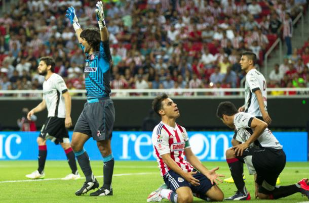 Chivas y Atlas aburren; empate sin goles en el Omnilife