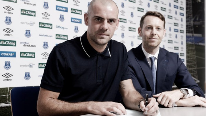 Darron Gibson pens Everton contract extension