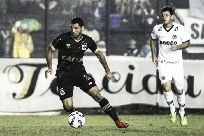 Vivendo momentos opostos, Vasco e Goiás duelam em São Januário