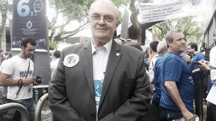 Sede do Cruzeiro recebe faixa gigante em dia de eleição presidencial