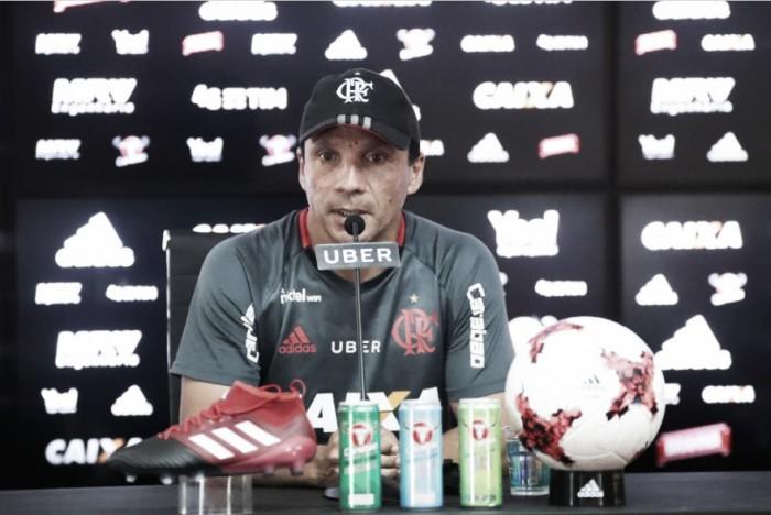 """Zé Ricardo minimiza erros de arbitragem, mas assegura: """"Vimos que não foi pênalti"""""""