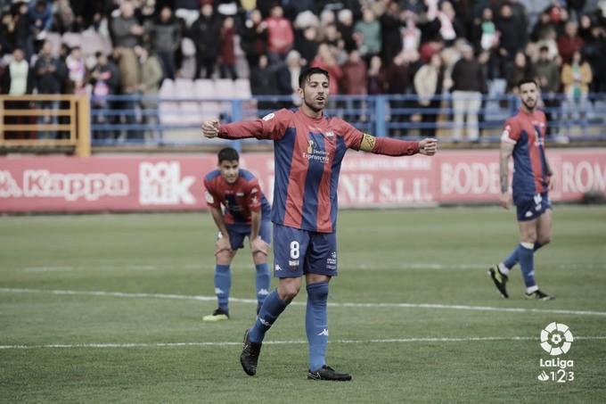 Análisis del mejor jugador rival: Giovanni Zarfino, la piedra angular del Extremadura UD