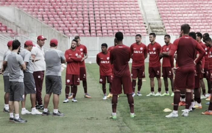 De portões fechados, Náutico treina com novidades para jogo contra Brasil