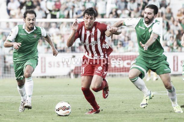 El Real Betis sobrevive gracias a su pegada