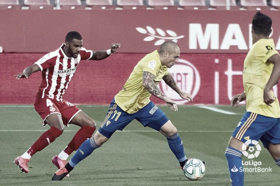 El Girona de Stuani deja al Cádiz sin alirón