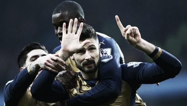 No topo à condição: Arsenal bate Aston Villa e sobe à liderança da Liga