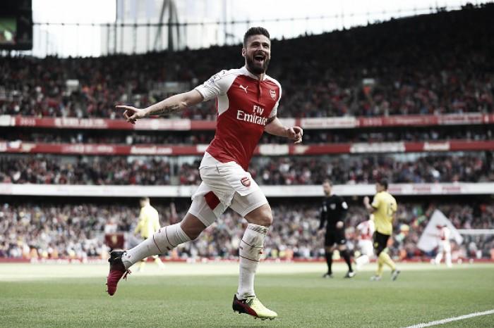 Arsenal goleia Aston Villa com três de Giroud e termina Premier League como vice-líder