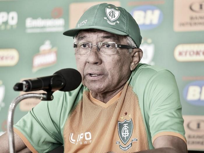 Givanildo lamenta falta de tempo para preparar equipe e relaciona 22 atletas para enfrentar Cruzeiro