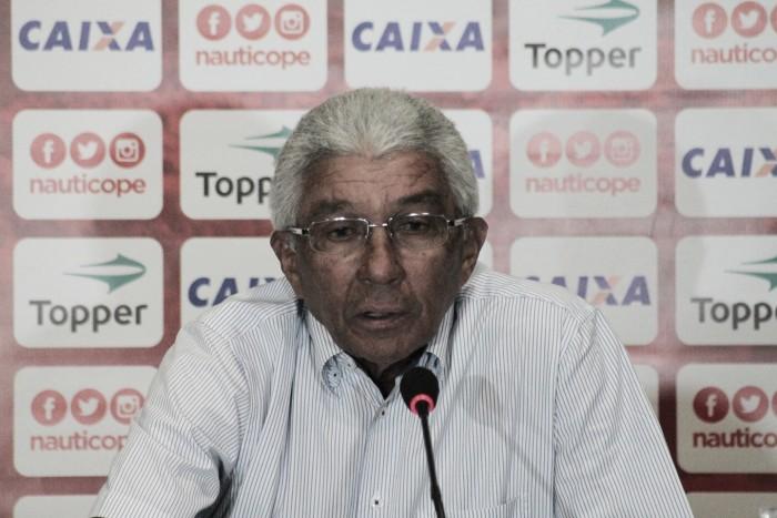 """Após perder acesso, Givanildo Oliveira critica apatia do elenco do Náutico: """"Tiraria seis jogadores"""""""
