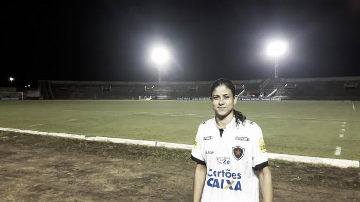 Zagueira do Botafogo-PB, Cris destaca postura da equipe em vitória no Brasileiro