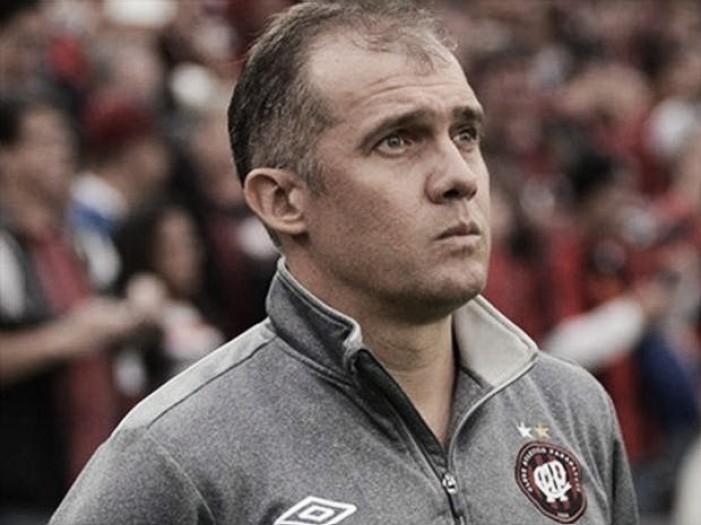 Eduardo Baptista projeta evolução do Atlético Paranaense na temporada