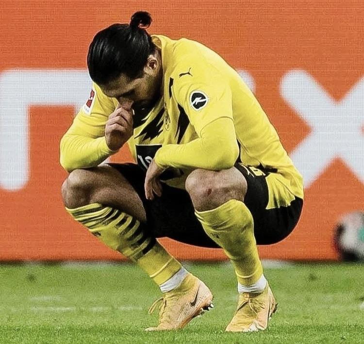 Emre Can, desolado tras una nuevo derrota de su equipo / Foto: @bvb09