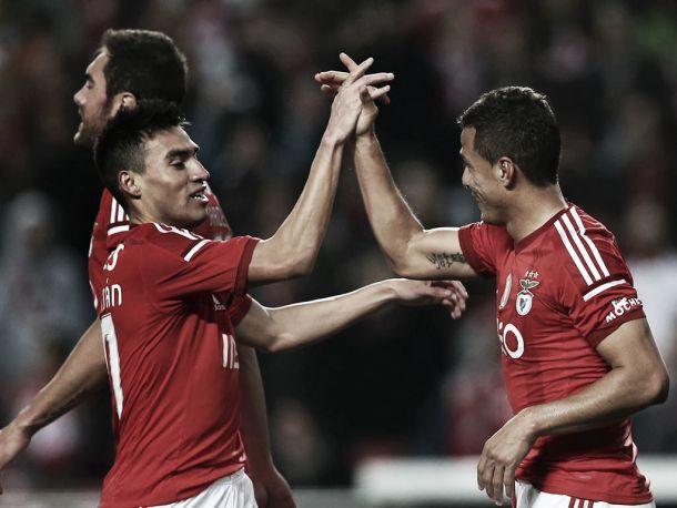 Benfica vence Belenenses e mantém distância para Rivais