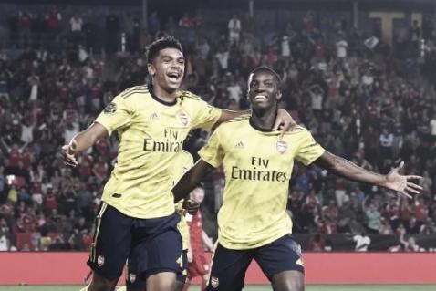 Garotos decidem, e Arsenal vence Bayern de Munique na estreia da Champions Cup