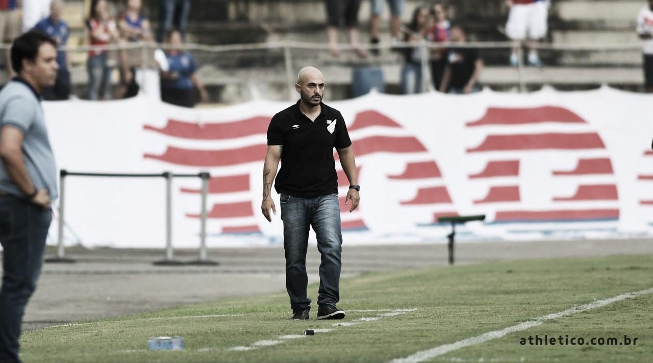 """Rafael Guanaes lamenta empate do Athletico, mas garante: """"Pensando na classificação"""""""
