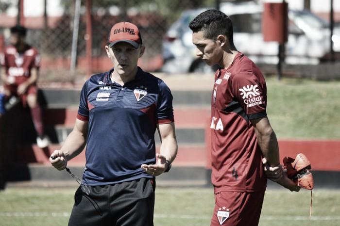 """Tecnico do Atletico-GO revela choro de jogadores após rebaixamento e promete: """"Vamos voltar"""""""