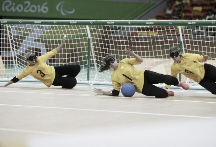Goalball: seleção feminina do Brasil goleia Israel e avança às quartas