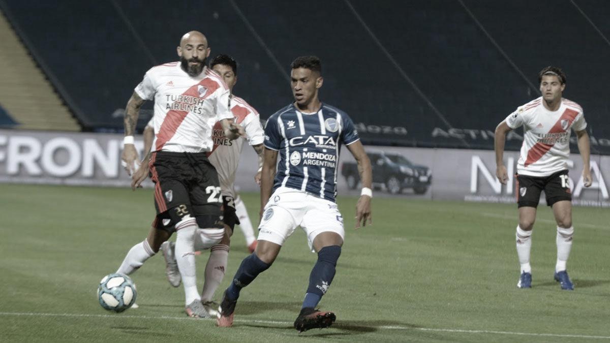 Solo Javier Pinola será de la partida, de los titulares que juegan habitualmente en la Banda. Foto:: Diario Uno.