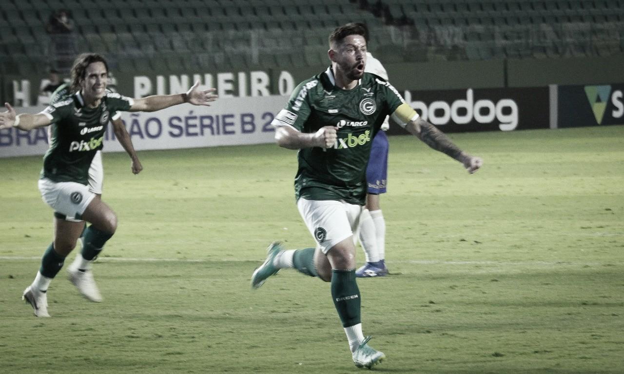 Elvis celebra primeiro gol pelo Goiás, mas lamenta empate em casa pela Série B