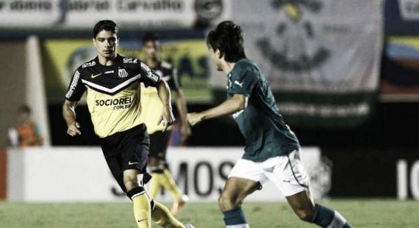 "Thiago Mendes reclama de gol santista: ""Acho que não foi pênalti"""