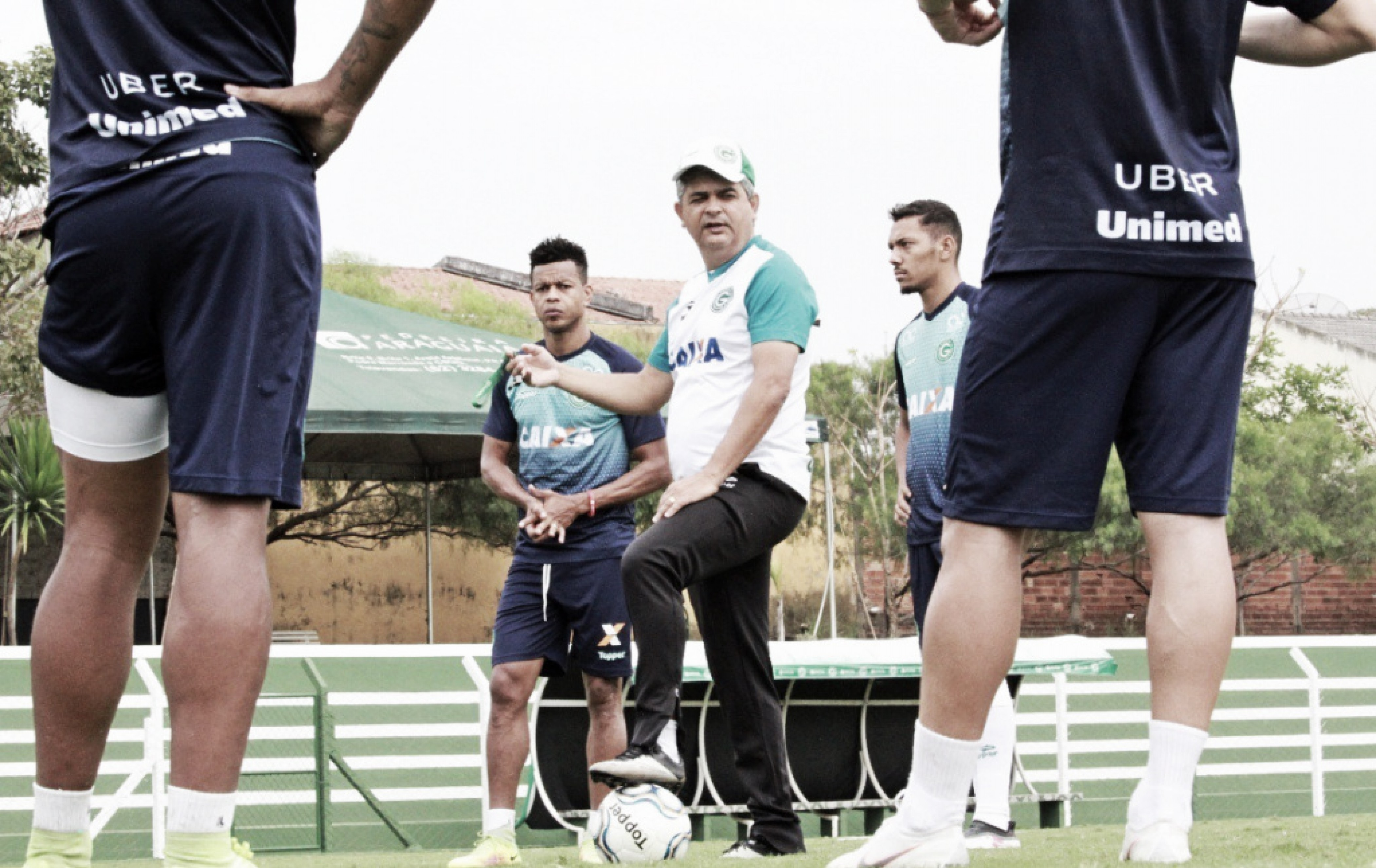 Goiás recebe Ponte Preta de olho na liderança da Série B
