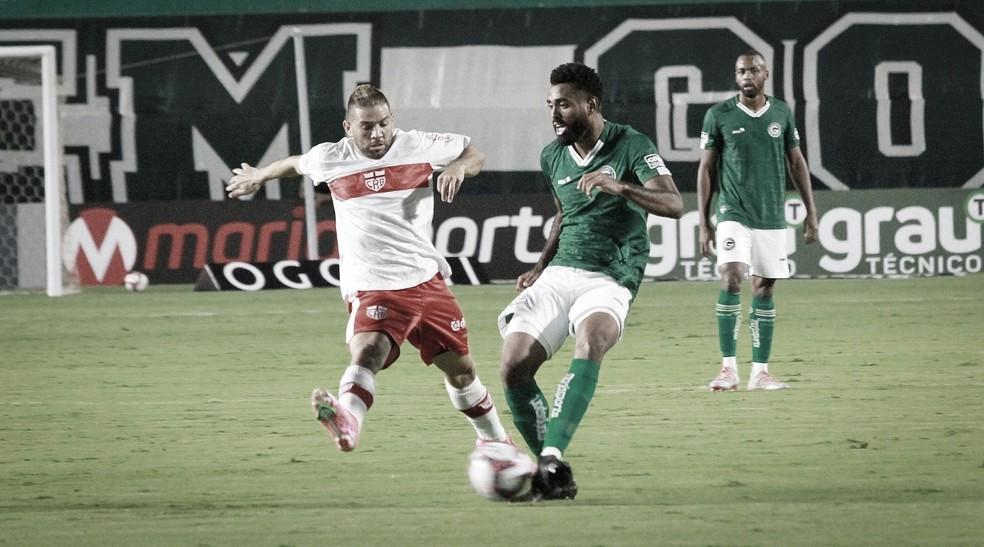 Em confronto direto pela vice-liderança, CRB recebe Goiás na Série B