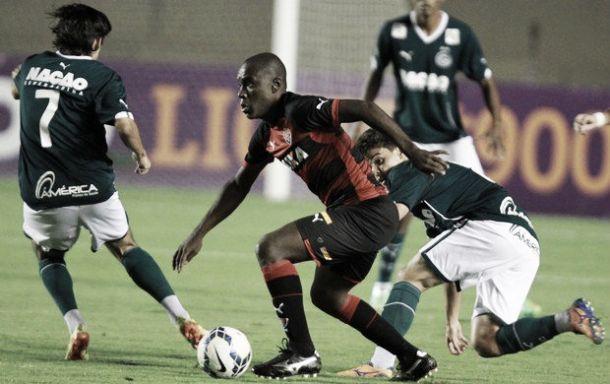 No Serra Dourada, Goiás e Vitória empatam em jogo de poucas emoções