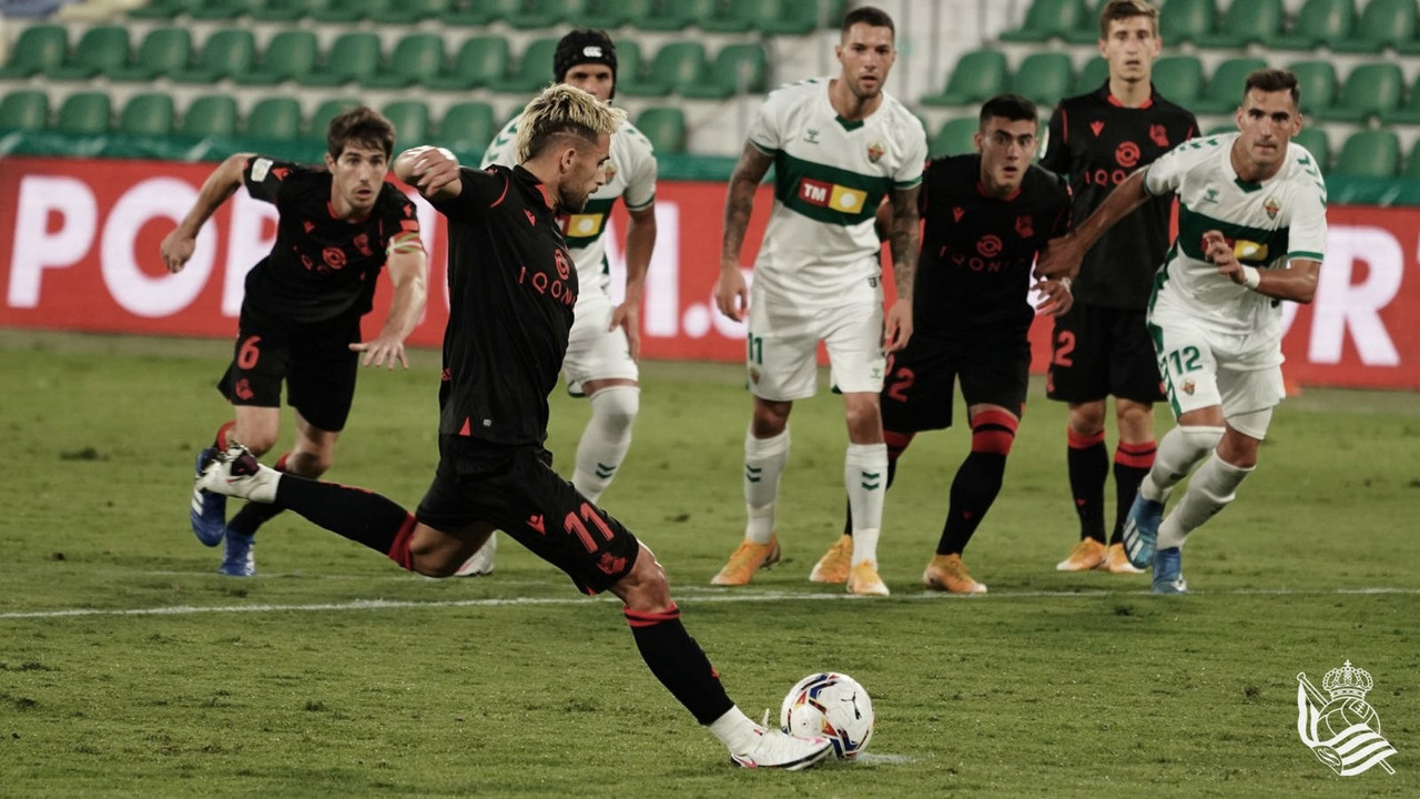 Januzaj lanza el penalti que haría el segundo gol de la Real (Foto:// Real Sociedad)