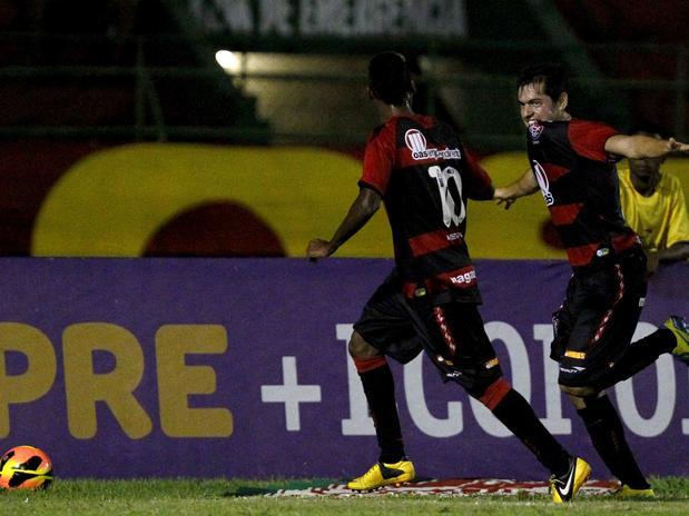 No jogo dos artilheiros, Vitória bate o Atlético-PR