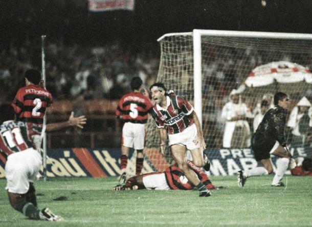 Há 20 anos, Fluminense calava o centenário do Flamengo com gol de barriga de Renato Gaúcho