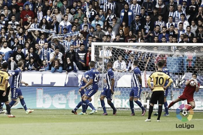 Los goles en la recta final le cuestan puntos al Alavés