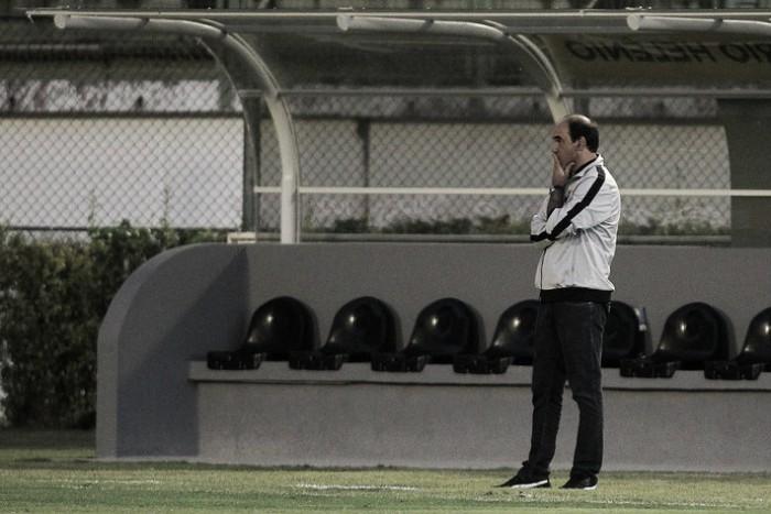 """Ricardo Gomes celebra vitória, mas critica desempenho na etapa final: """"Segundo tempo sofrível"""""""
