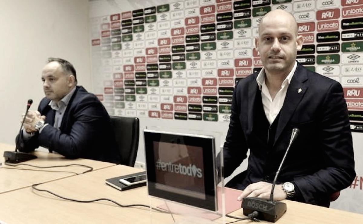 El Real Murcia destituye a Pedro Gómez para continuar con su circo
